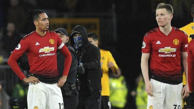 Chris Smalling (vlevo) a Scott McTominay z Manchesteru United po utkání s Wolverhamptonem.