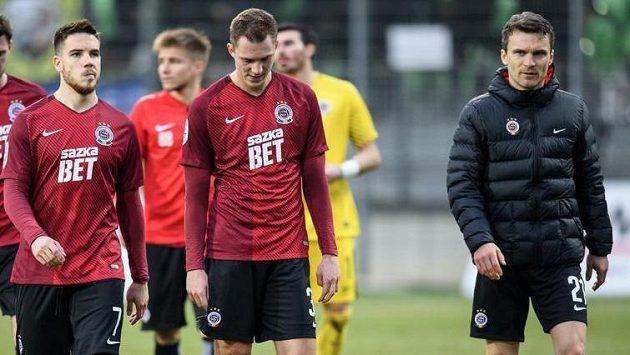 Fotbalisté Sparty Praha (zleva): Mihailo Ristič, Lukáš Juliš a David Lafata po remíze Karviné.