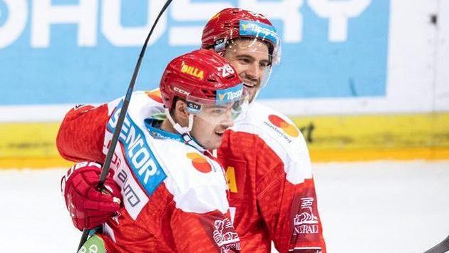 Hokejisté Sparty Tomáš Pavelka (vlevo) a Jérémie Blain.