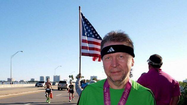 Jedna z běžeckých zastávek, Miloš Velíšek v Americe.