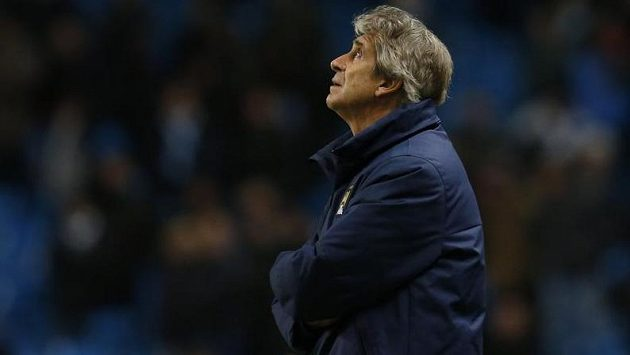 Zadumaný kouč Manchesteru City Manuel Pellegrini.