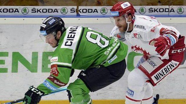 Zleva David Cienciala z Mladé Boleslavi a Ralfs Freibergs z Třince.