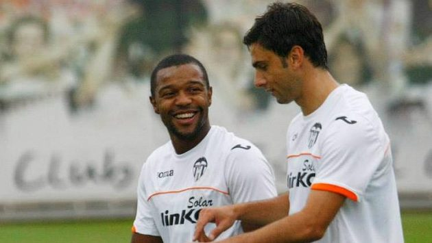 Posila fotbalistů Valencie Dorlan Pabón (vlevo).