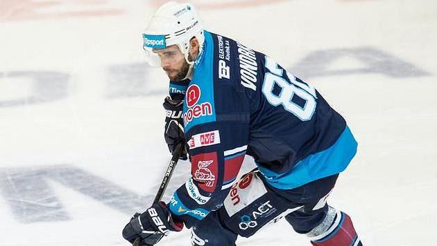 Hokejový útočník Chomutova Michal Vondrka.