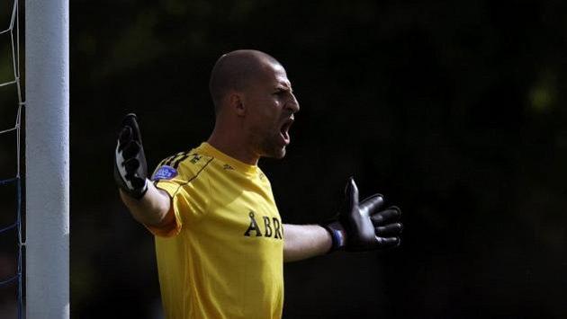 Gólman Ivan Turina v přípravném fotbalovém utkání Jablonec - AIK Stockholm.