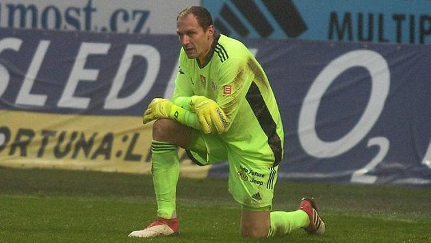 Brankář Jaroslav Drobný z Českých Budějovic.