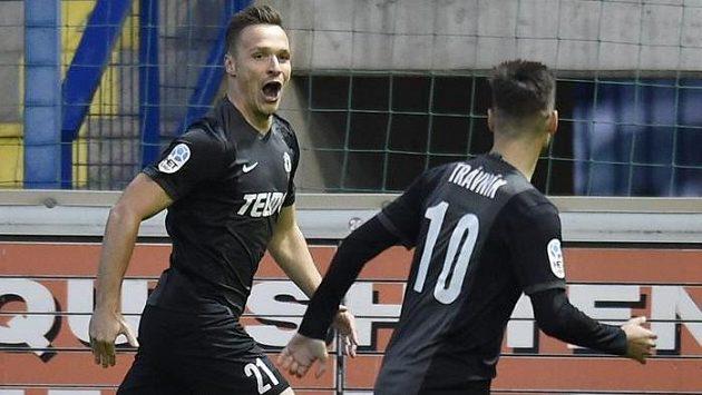 Autor úvodního gólu derby v Liberci jablonecký Stanislav Tecl (vlevo) se raduje se spoluhráčem Michalem Trávníkem.