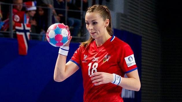 Iveta Korešová se chystá k sedmičce v zápase proti Norsku.