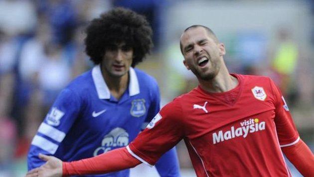 Marouane Fellaini (uprostřed) ještě v dresu Evertonu.