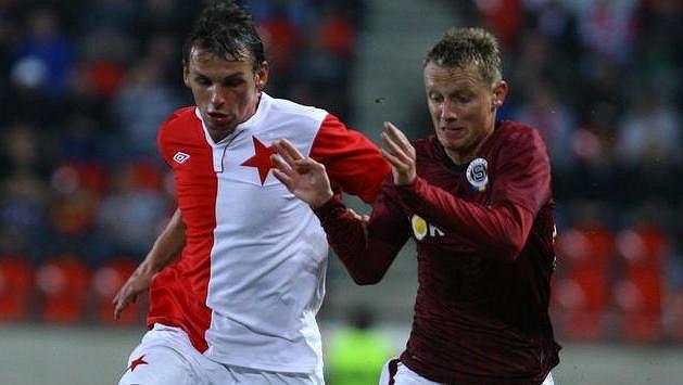 Milan Nitrianský (vlevo) v dresu Slavie během derby se Spartou (vpravo Ladislav Krejčí).