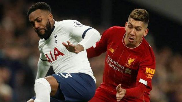 Tottenhamský Danny Rose a liverpoolský Roberto Firmino.