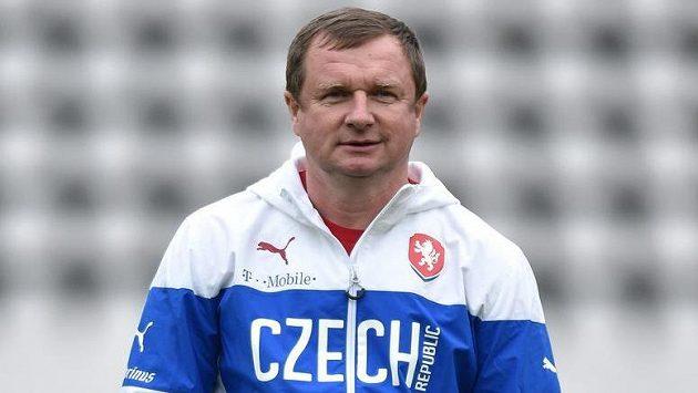 Trenér Pavel Vrba v nové bundě.
