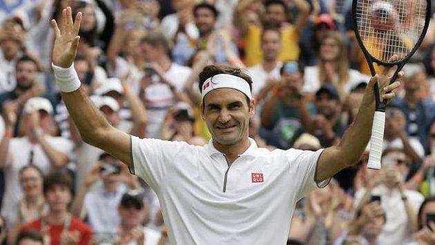 Roger Federer slaví postup do čtvrtfinále Wimbledonu