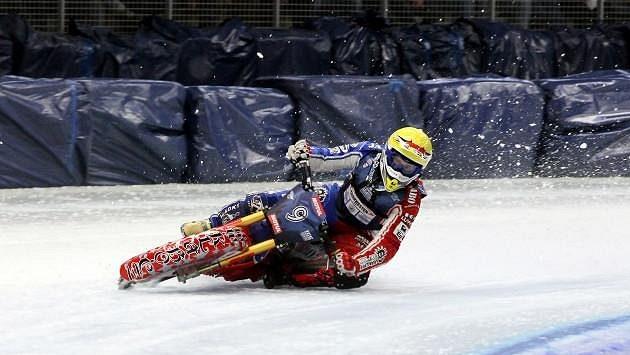 Jan Klatovský skončil v loňském seriálu Grand Prix na ledové ploché dráze sedmý.