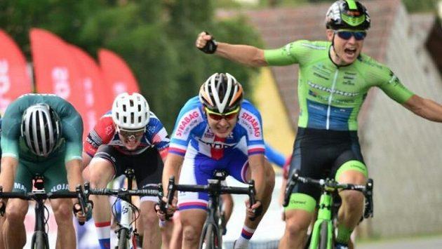 Timon Loderer (vpravo) vyhrál závod Českého poháru v silniční cyklistice v Záboří na Strakonicku