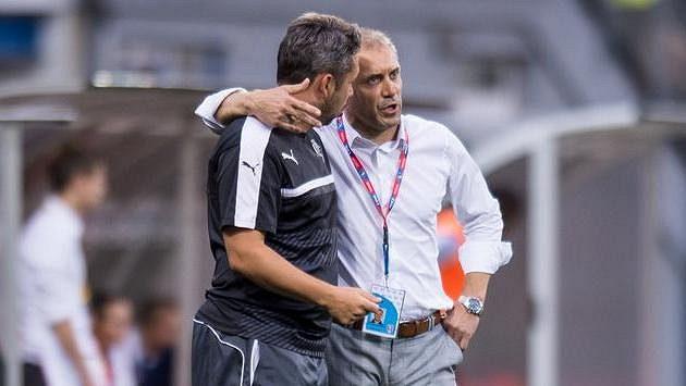 Plzeňský trenér Roman Pivarník (vpravo) a asistent Pavel Horváth. Jaké soupeře jejich tým dostane?