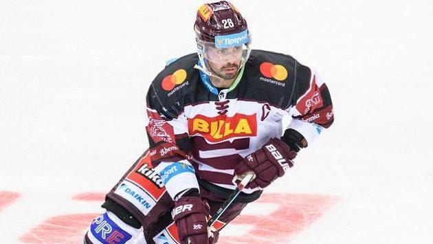 Kapitán týmu Michal Řepík byl autorem jediného gólu hokejistů Sparty na ledě Växjö.