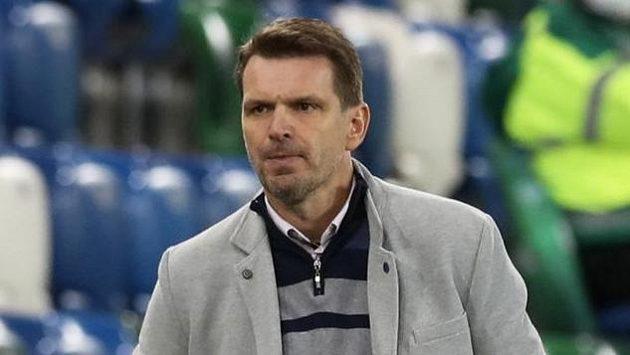 Trenér Slovenska Štefan Tarkovič během utkání v Belfastu.