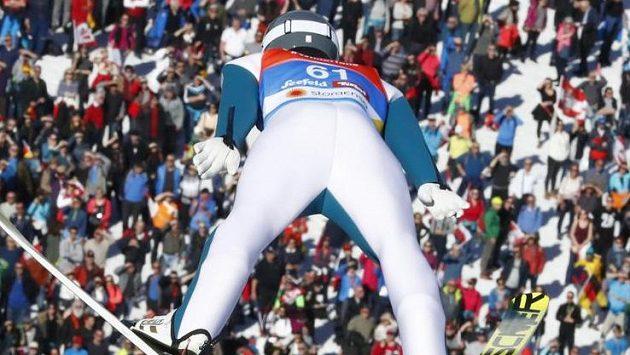 Nor Jarl Magnus Riiber vyhrál na mistrovství světa v rakouském Seefeldu v nepříjemném větru skokanskou část závodu