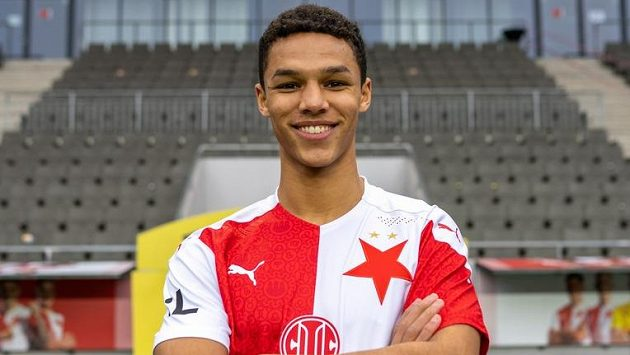 Fotbalisty Slavie posílil dánský reprezentant Alexander Bah.