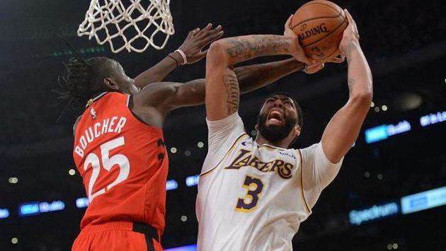 Basketbalisté Toronta obhajující titul v NBA vyhráli v neděli 113:104 na hřišti Los Angeles Lakers