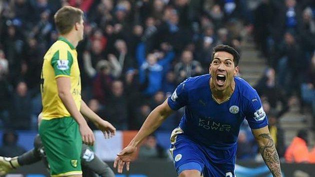 Leonardo Ulloa oslavuje vítěznou branku do sítě Norwiche.