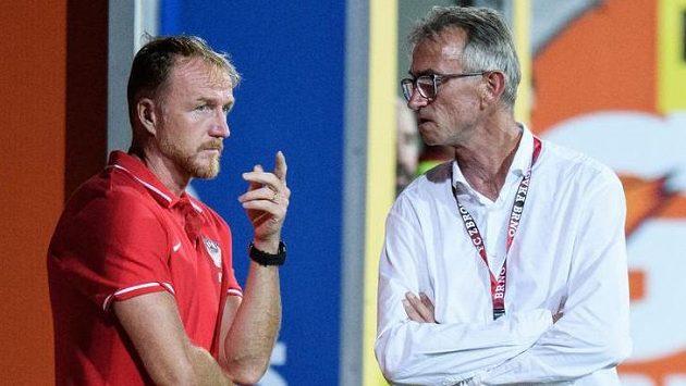 Trenér Miloslav Machálek (vpravo) byl odvolán z pozice hlavního kouče Zbrojovky Brno, jeho místo zaujal Richard Dostálek.