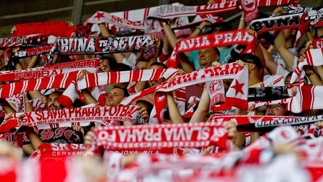 Fanoušci Slavie během utkání s Olomoucí.