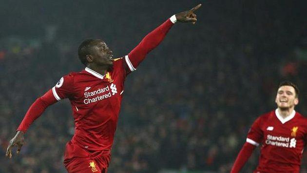 Liverpoolský Sadio Mané vstřelil třetí gól svého týmu v utkání s Manchesterem City.