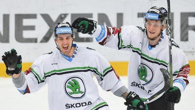 Ondřej Dlapa z Mladé Boleslavi (vlevo) se raduje z gólu proti Kladnu.