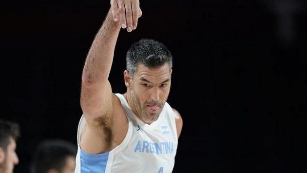 Jednačtyřicetiletý Luis Scola dovedl argentinské basketbalisty na olympijském turnaji k vítězství 97:77 nad Japonskem