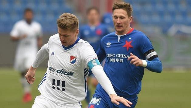 Zleva Václav Procházka z Baníku Ostrava a Milan Škoda ze Slavie Praha.