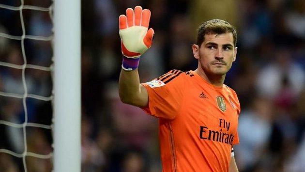 Adiós, jako by říkal Iker Casillas gestem směrem k fanouškům Realu Madrid po utkání s Getafe.