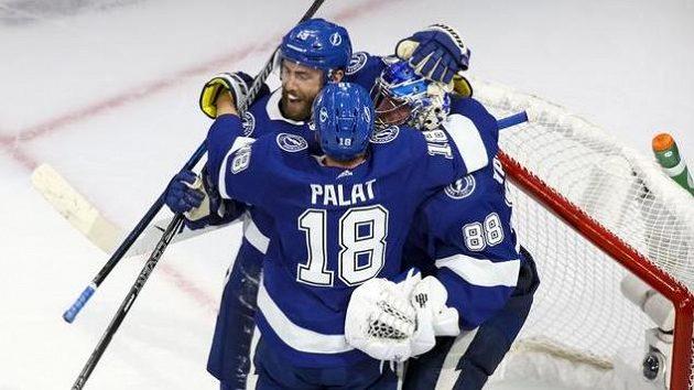 Hokejisté Tampy Bay se radují z vítězství