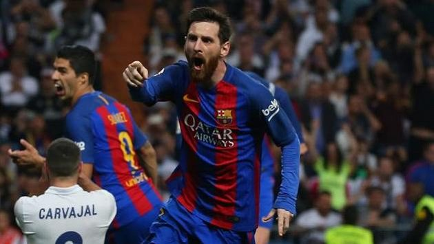 Lionel Messi z Barcelony se raduje op gólu proti Realu.