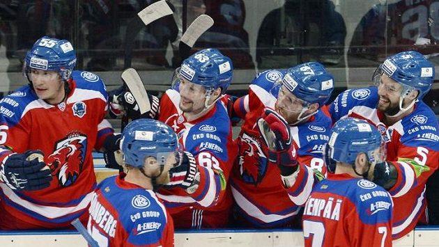 Hráči Lva se radují z gólu ve druhém semifinálovém utkání proti Jaroslavli.