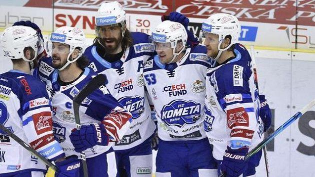 Hráči Brna se radují z druhého gólu, který dal Vojtěch Němec (druhý zprava).
