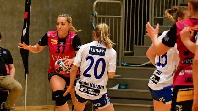 Česká házenkářka Vipersu Kristiansand Jana Knedlíková (37) v akci.