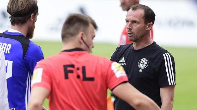 Vpravo trenér Olomouce Radoslav Látal.