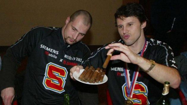 Libor Zábranský (vlevo) s Janem Tomajkem v roce 2002, kdy Sparta slavila mistrovský titul. Zábranský ale kvůli zranění tehdy odehrál v sezoně jen sedm zápasů a do play off vůbec nezasáhl.