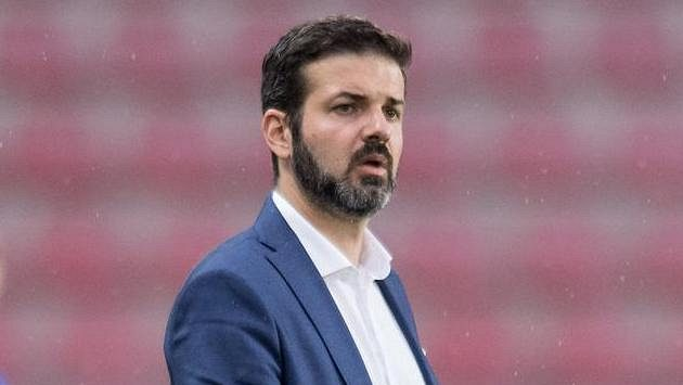 Trenér Sparty Praha Andrea Stramaccioni zažil hořkou soutěžní premiéru...