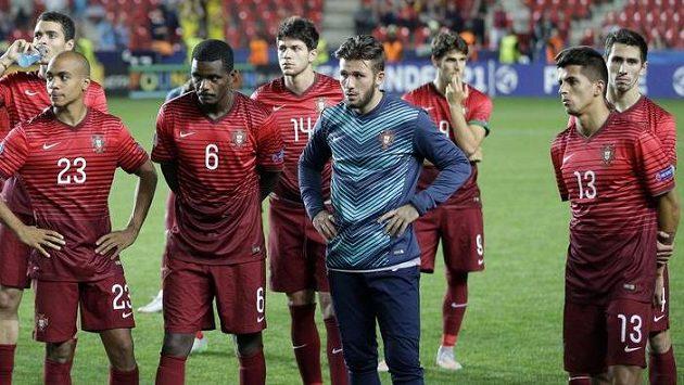 Zklamaní Portugalci po porážce ve finále ME fotbalistů do 21 let.