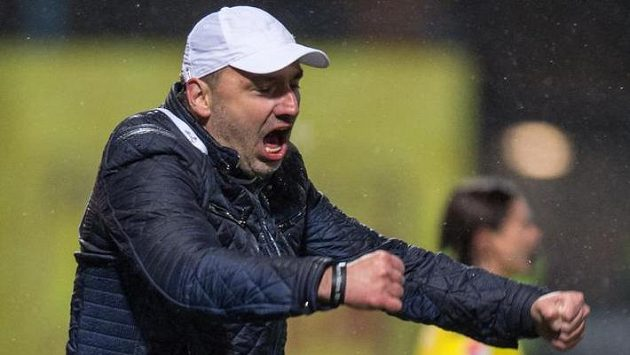 Trenér Slovanu Liberec Jindřich Trpišovský oslavuje vítězství 3:2 nad Jabloncem.