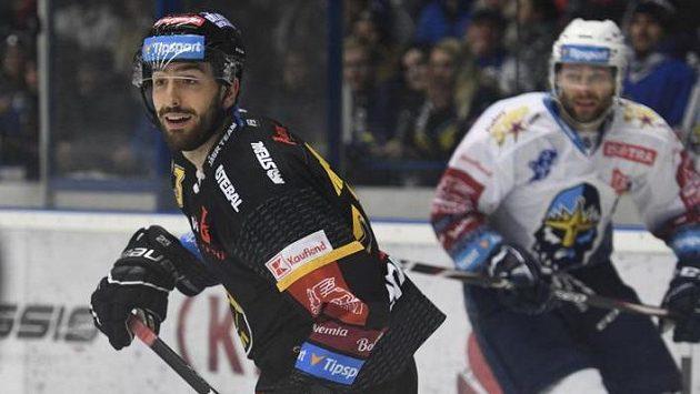 Michal Moravčík si při utkání v Kladně připsal vítěznou premiéru ve žluto-černém dresu Litvínova.