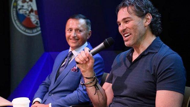 Jaromír Jágr a majitel hokejových Pardubic Petr Dědek během mediálního setkání k projektu Winter Classic.