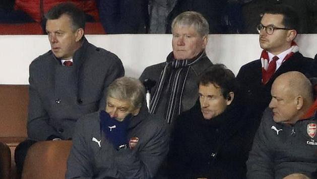 Manažer Arsenalu Arséne Wenger má o čem přemýšlet.