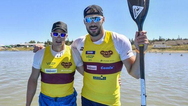 Kajakáři Josef Dostál (vpravo) a Radek Šlouf po finálové jízdě K2 mužů na 1000 metrů na mistrovství ČR v rychlostní kanoistice.