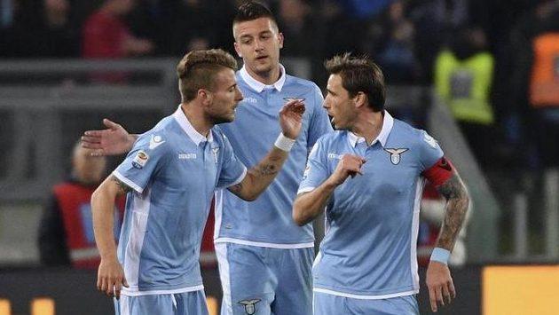 Fotbalisté Lazia Řím počtvrté za sebou v italské lize zvítězili. Doma porazili FC Turín 3:1 a na čtvrtém místě tabulky vystřídali Inter Milán.