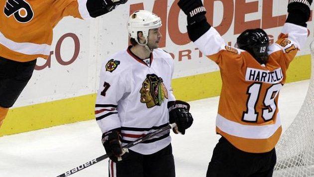 Hokejisté Chicaga získali v NHL po otevření trhu s volnými hráči tři posily, po jedné na každý post.