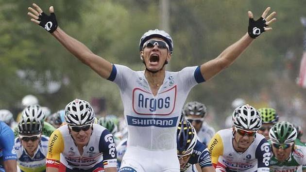 Němec Marcel Kittel slaví vítězství v 1. etapě Tour de France.